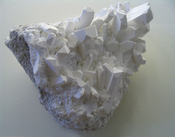 768px-Borax_crystals